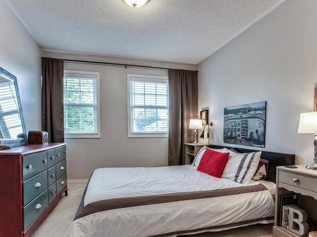 Detached at 843 Firth Crt, Newmarket, Ontario. Image 8