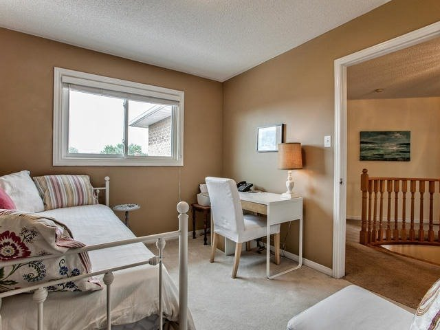 Detached at 843 Firth Crt, Newmarket, Ontario. Image 10