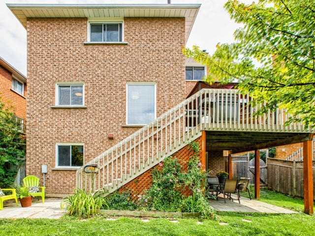 Detached at 843 Firth Crt, Newmarket, Ontario. Image 13