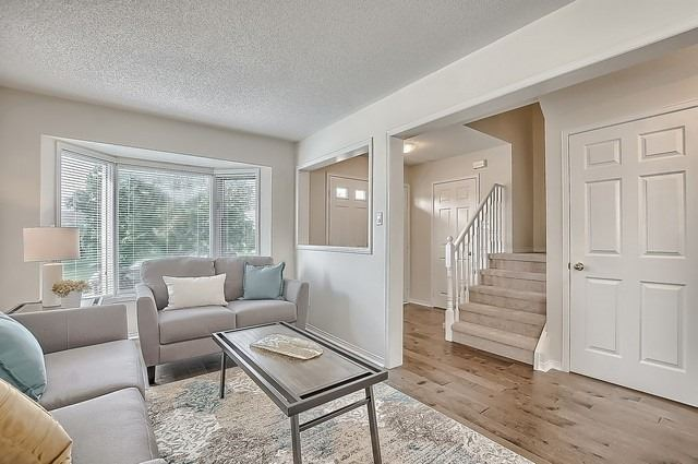 Detached at 11 Kingsgate Cres, East Gwillimbury, Ontario. Image 10