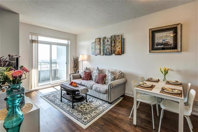 Condo Apartment at 7890 Bathurst St, Unit 1804, Vaughan, Ontario. Image 16