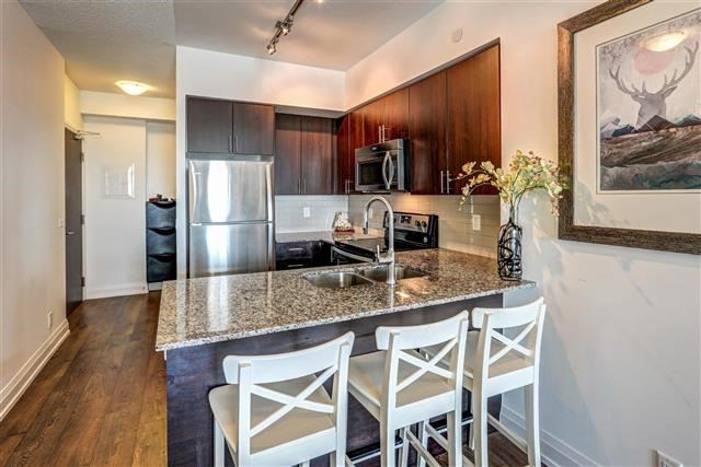 Condo Apartment at 7890 Bathurst St, Unit 1804, Vaughan, Ontario. Image 19