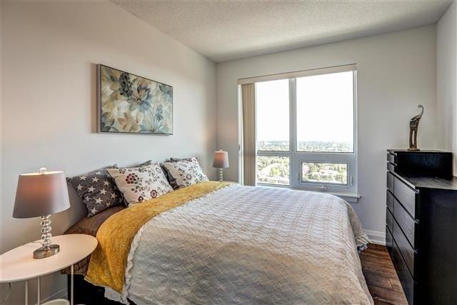 Condo Apartment at 7890 Bathurst St, Unit 1804, Vaughan, Ontario. Image 3