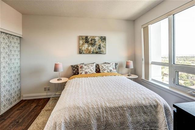 Condo Apartment at 7890 Bathurst St, Unit 1804, Vaughan, Ontario. Image 4