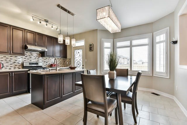 Detached at 151 Glad Park Ave, Whitchurch-Stouffville, Ontario. Image 15