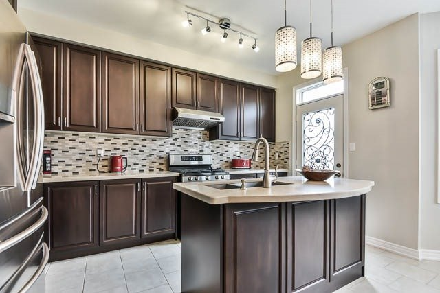 Detached at 151 Glad Park Ave, Whitchurch-Stouffville, Ontario. Image 16