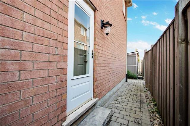 Detached at 14 Merdock Crt, Whitchurch-Stouffville, Ontario. Image 7