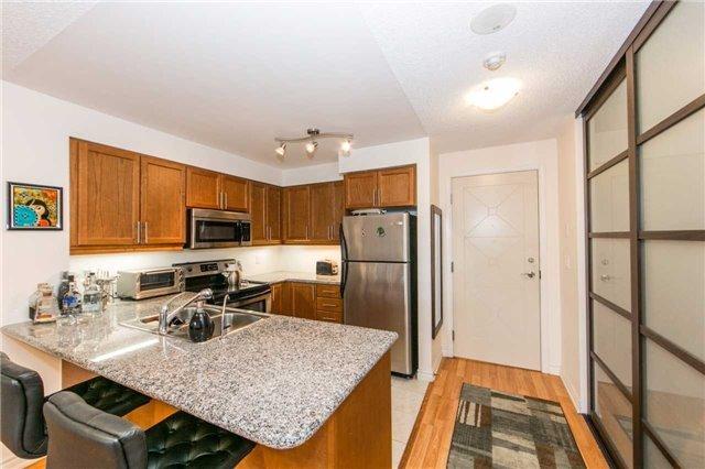 Condo Apartment at 18 Harding Blvd, Unit 506, Richmond Hill, Ontario. Image 12