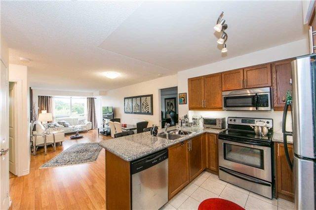 Condo Apartment at 18 Harding Blvd, Unit 506, Richmond Hill, Ontario. Image 14
