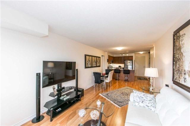 Condo Apartment at 18 Harding Blvd, Unit 506, Richmond Hill, Ontario. Image 16