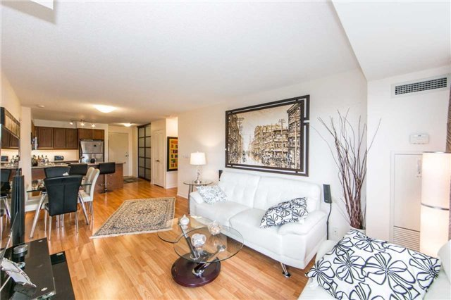 Condo Apartment at 18 Harding Blvd, Unit 506, Richmond Hill, Ontario. Image 17