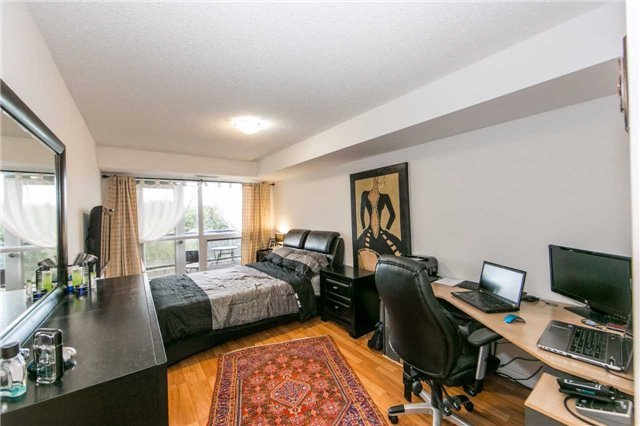 Condo Apartment at 18 Harding Blvd, Unit 506, Richmond Hill, Ontario. Image 2