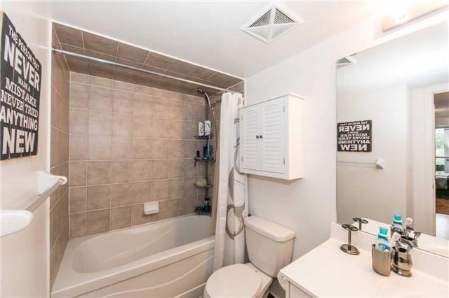 Condo Apartment at 18 Harding Blvd, Unit 506, Richmond Hill, Ontario. Image 4