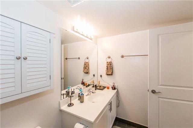 Condo Apartment at 18 Harding Blvd, Unit 506, Richmond Hill, Ontario. Image 8