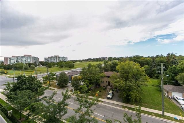 Condo Apartment at 18 Harding Blvd, Unit 506, Richmond Hill, Ontario. Image 11
