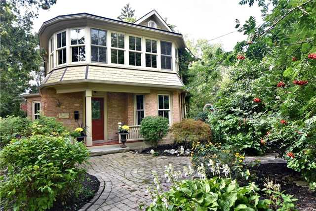 Detached at 98 Richmond St, Richmond Hill, Ontario. Image 1