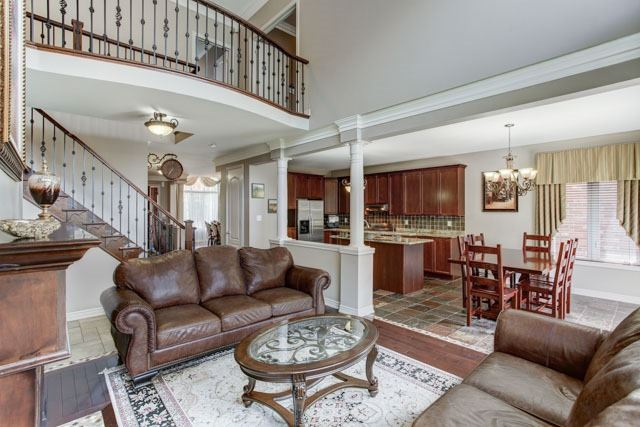 Detached at 6 Lexi St, Richmond Hill, Ontario. Image 2