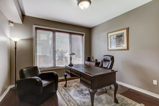 Detached at 6 Lexi St, Richmond Hill, Ontario. Image 3