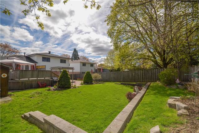 Detached at 46 Devins Dr, Aurora, Ontario. Image 10