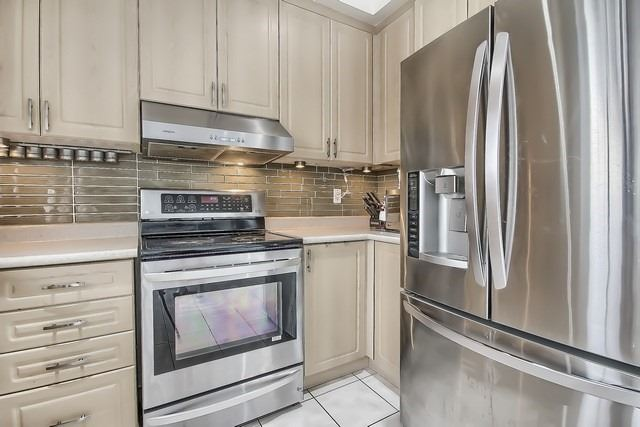 Townhouse at 115 Kirkvalley Cres, Aurora, Ontario. Image 17