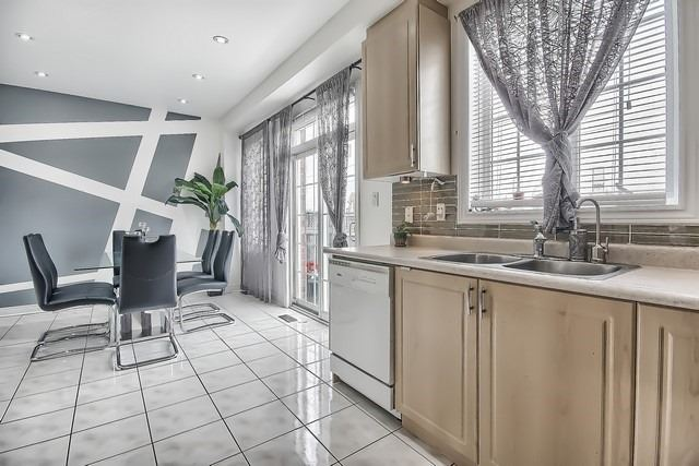 Townhouse at 115 Kirkvalley Cres, Aurora, Ontario. Image 18