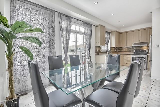 Townhouse at 115 Kirkvalley Cres, Aurora, Ontario. Image 20