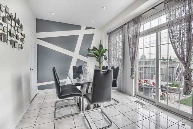Townhouse at 115 Kirkvalley Cres, Aurora, Ontario. Image 2