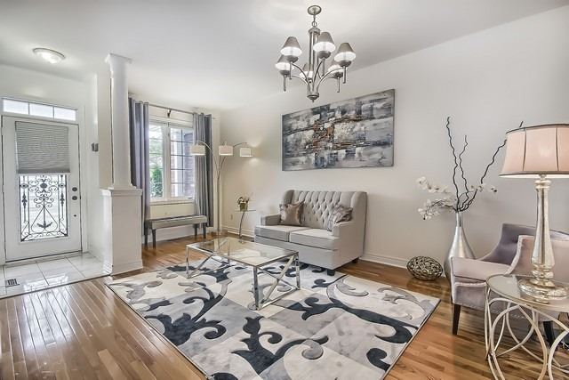 Townhouse at 115 Kirkvalley Cres, Aurora, Ontario. Image 3