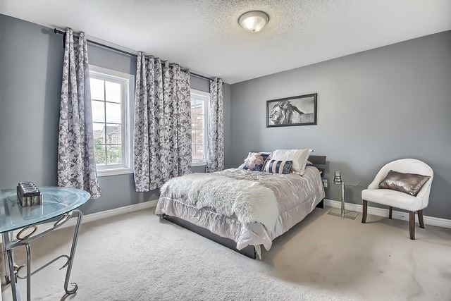 Townhouse at 115 Kirkvalley Cres, Aurora, Ontario. Image 7
