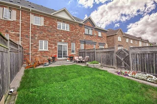 Townhouse at 115 Kirkvalley Cres, Aurora, Ontario. Image 10
