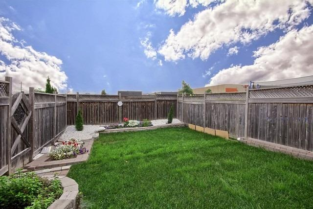 Townhouse at 115 Kirkvalley Cres, Aurora, Ontario. Image 11
