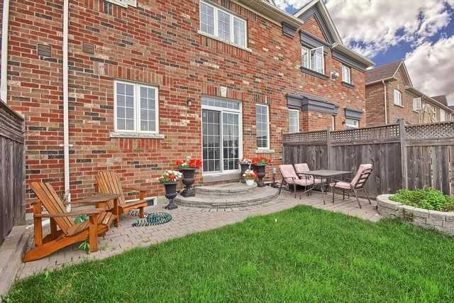 Townhouse at 115 Kirkvalley Cres, Aurora, Ontario. Image 13