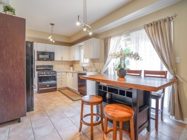 Detached at 69 Post Oak Dr, Richmond Hill, Ontario. Image 15