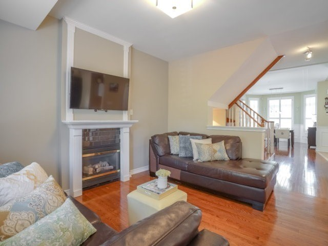 Detached at 69 Post Oak Dr, Richmond Hill, Ontario. Image 2