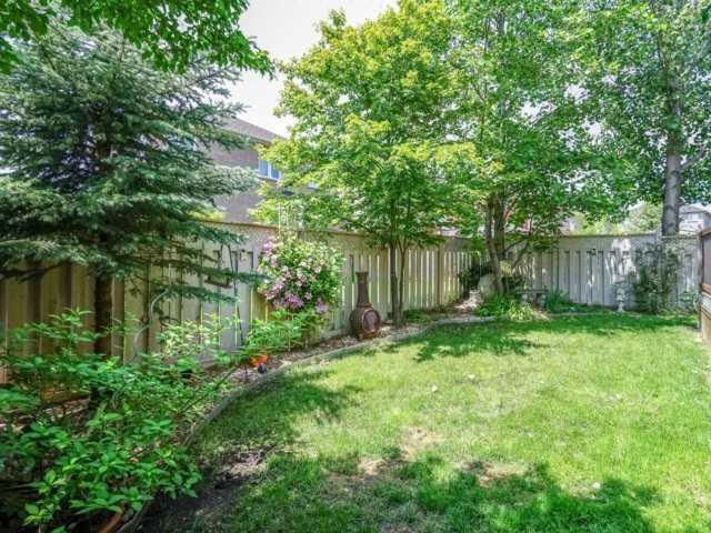 Detached at 69 Post Oak Dr, Richmond Hill, Ontario. Image 10