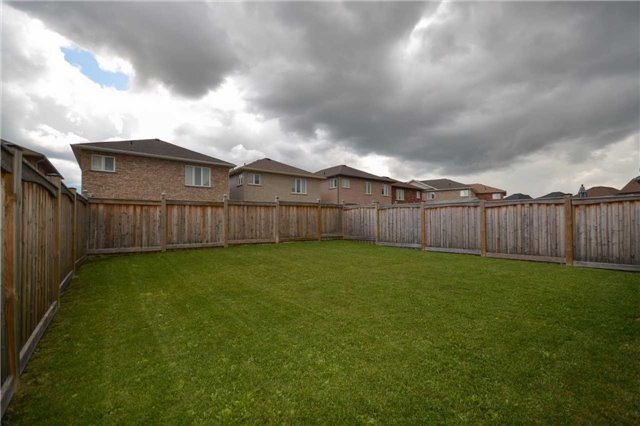 Detached at 47 Mooney St, Bradford West Gwillimbury, Ontario. Image 11