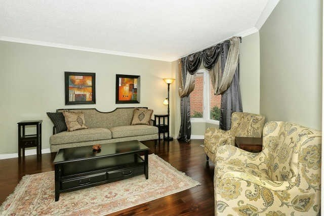 Detached at 23 Guildwood Dr, Richmond Hill, Ontario. Image 15