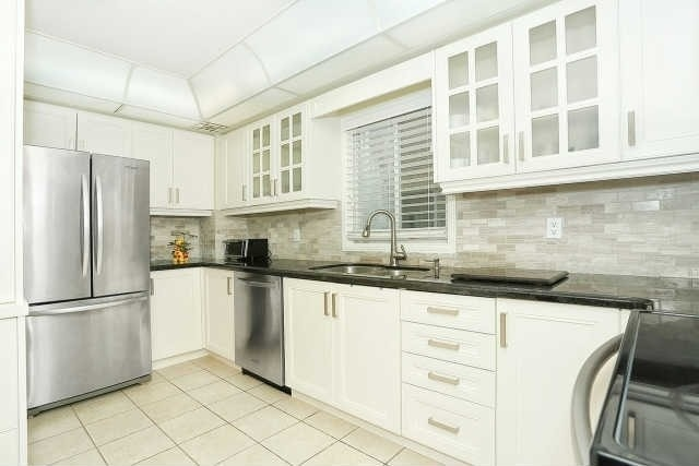 Detached at 23 Guildwood Dr, Richmond Hill, Ontario. Image 19
