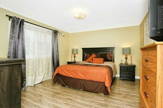 Detached at 23 Guildwood Dr, Richmond Hill, Ontario. Image 5