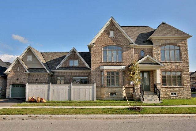 Detached at 1 Selby Cres, Bradford West Gwillimbury, Ontario. Image 1