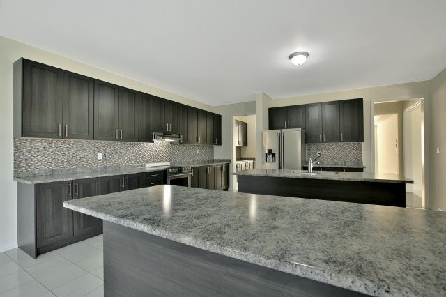 Detached at 1 Selby Cres, Bradford West Gwillimbury, Ontario. Image 3