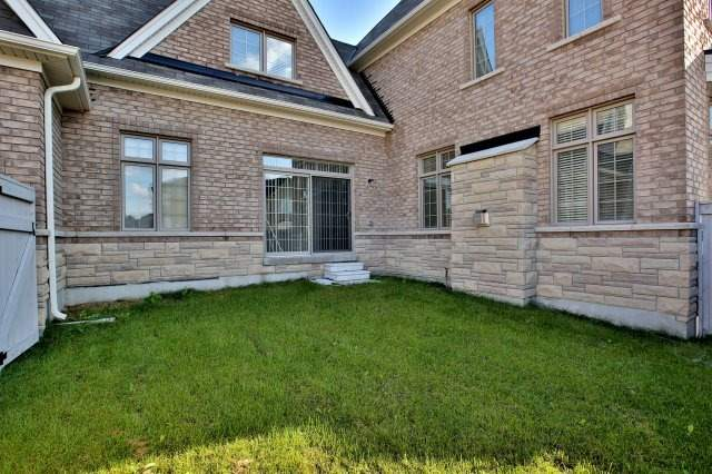 Detached at 1 Selby Cres, Bradford West Gwillimbury, Ontario. Image 10