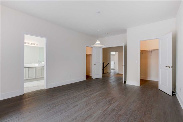 Townhouse at 20 Allerton Rd, Vaughan, Ontario. Image 2
