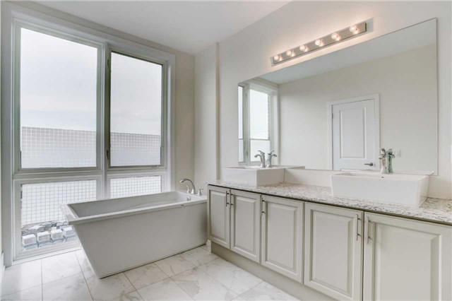 Townhouse at 20 Allerton Rd, Vaughan, Ontario. Image 4