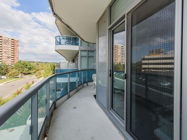 Condo Apartment at 9471 Yonge St, Unit 309, Richmond Hill, Ontario. Image 5