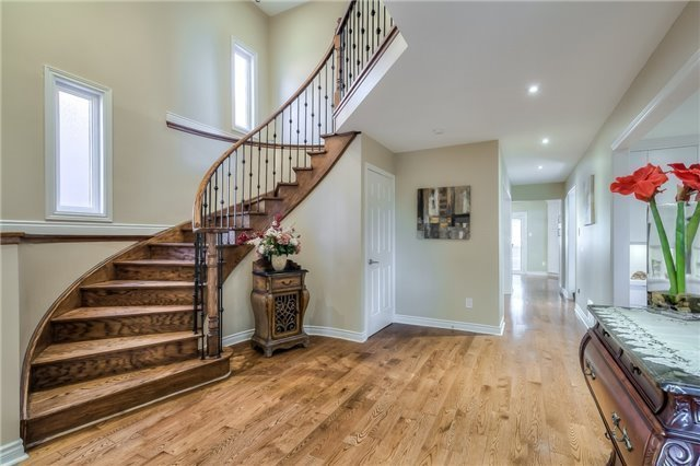 Detached at 115 Governor Cres, Vaughan, Ontario. Image 2
