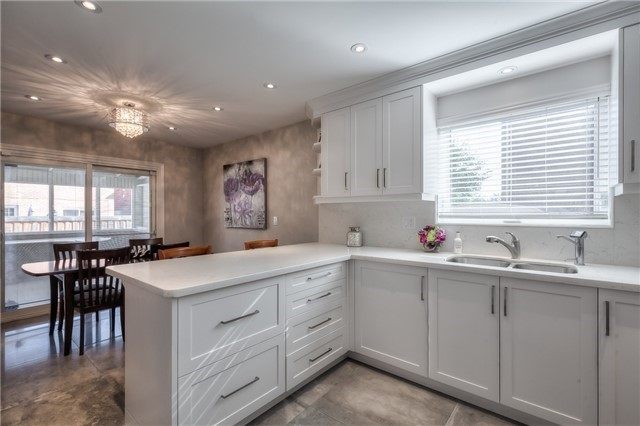 Detached at 115 Governor Cres, Vaughan, Ontario. Image 3