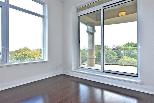 Condo Apartment at 15277 Yonge St, Unit 602B, Aurora, Ontario. Image 4