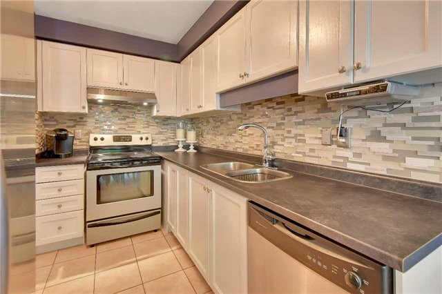 Townhouse at 326 Marble Pl, Newmarket, Ontario. Image 10