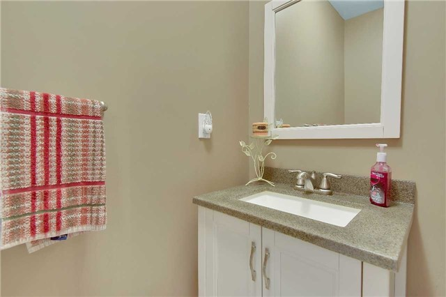 Townhouse at 326 Marble Pl, Newmarket, Ontario. Image 13